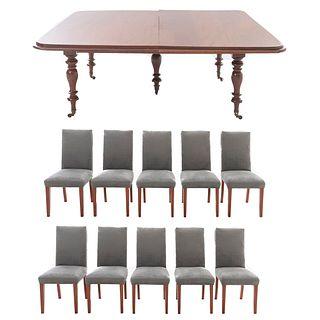 Comedor. Siglo XX. En talla de madera. Consta de: Mesa con extensiones y 10 sillas. 72 x 193 x 156 cm. (mesa)