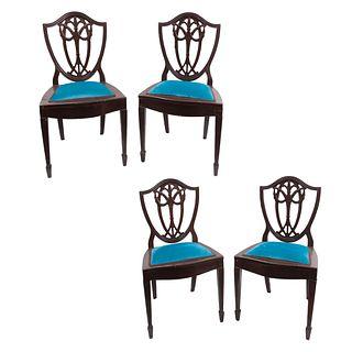 Lote de 4 sillas. Siglo XX. En talla de madera. Con respaldos semiabiertos, asiento en tapicería color azul y fustes acanalados.