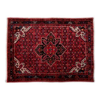 Tapete. Siglo XX. Estilo turcomano. Elaborado en fibras de lana y algodón. Decorado con medallón central. 218 x 142 cm