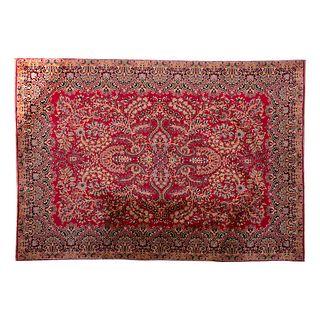 Tapete. Siglo XX. Estilo Persa. Elaborado en fibras de lana y algodón. Decorado con medallón central.  385 x 274 cm