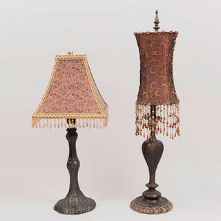 Lote de 2 lámparas de mesa. SXX. Estilo Art Nouveau. Elaboradas en antimonio y resina. Para una luz cada una. Con pantallas de tela.