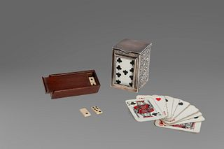Lot consisting of two small games: an English silver card holder with two decks of French cards; and a wooden box with dominoes with bone tiles (incom