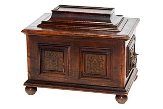 Small travel chest in oak wood, Northern Italy, first half of the 18th century