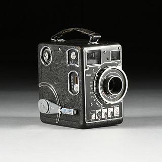 A GERMAN SIEMENS CII 16MM MOVIE CAMERA, CIRCA 1938,