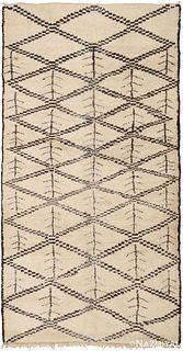 Vintage Moroccan rug , 6 ft 2 in x 11 ft 7 in (1.88 m x 3.53 m)
