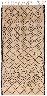 Vintage Moroccan rug , 5 ft 6 in x 11 ft 7 in ( 1.67 m x 3.53 m )