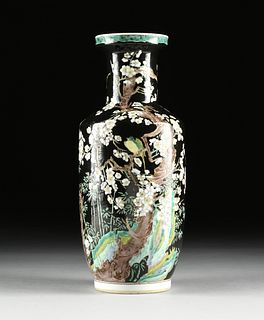 """A CHINESE EXPORT FAMILLE NOIRE ENAMELED PORCELAIN BANGCHUIPING """"ROULEAU"""" VASE, KANGXI MARK, QING DYNASTY (1644-1912),"""