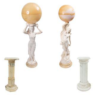 Par de bases para lámparas de piso. Italia, siglo XX. Estilo Art Nouveau. Elaboradas en resina con bases y pantallas esféricas.Pz:2