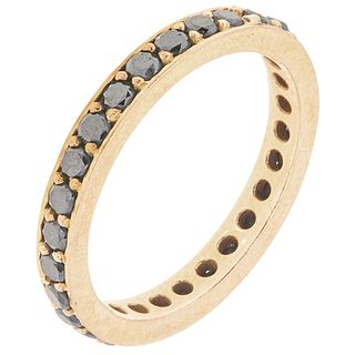 DIAMONDS AND ONYX ETERNITY RING. 14K YELLOW GOLD