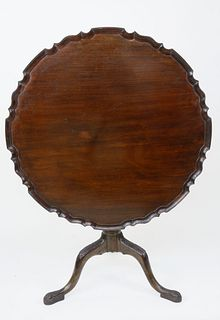 18th Century English Chippendale Mahogany Pie Crust Tilt Top Table