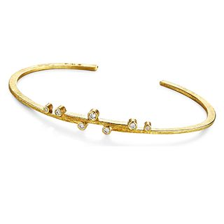 Linear Stepped Cuff in 18K Gold with 7 Diamonds