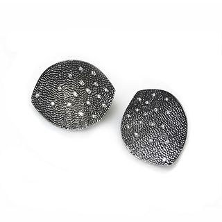 Leaf earrings in sterling silver with diamonds