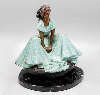 VÍCTOR GUTIÉRREZ. Mujer. Firmada y fechada '92. Fundición en bronce patinado con base de mármol.