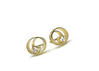 Coil button earrings in 18k yellow gold with diamonds
