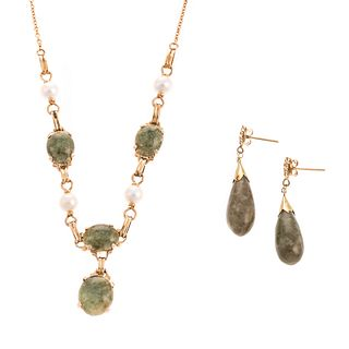 A Necklace & Pair of Earrings in Nephrite &14K