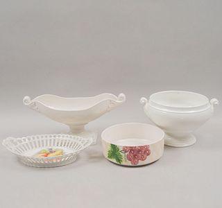 Lote de 4 centros de mesa. Siglo XX. Elaborados en cerámica. Uno con acabado craquelado. 18 x 39 x 16 cm. (mayor)