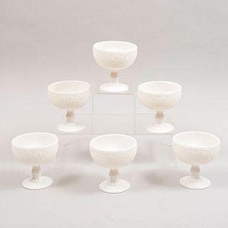 Lote de 6 copas para postre. Siglo XX. Elaboradas en cristal blanco. Decoradas con elementos vegetales, florales, orgánicos.