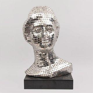 Anónimo. Cabeza de Venus de Milo. Siglo XXI. Elaborada en teselas de acero cromado. Con base de granito negro.