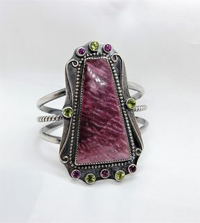 Phyllis Floyd, Purple Spiny Oyster Bracelet with peridot and rhodolite garnet accents