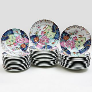 Mottahedeh Chinese Export Porcelain Part Service in the 'Tobacco Leaf' Pattern