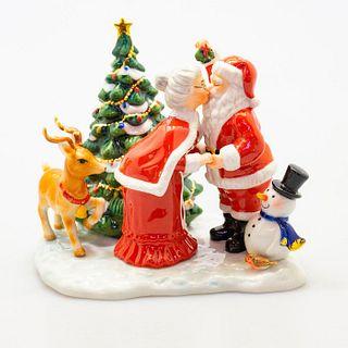 A Christmas Kiss HN5658 - Royal Doulton Figurine