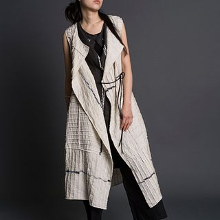 Lines Jinbaori in Ecru + Anthracite