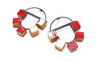 Configuration 5-Cube Post Red Hoops