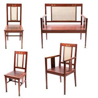 Sala. Siglo XX. En talla de madera y respaldos en bejuco tejido. Consta de: banca tú y yo, sillón y par de sillas. Piezas: 4.