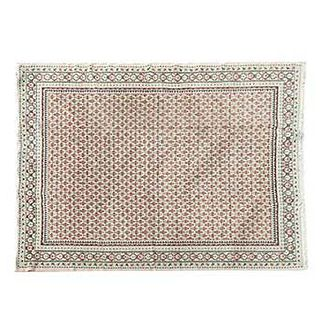 Tapete. Siglo XX. Estilo Turcomano. Elaborado a máquina en fibras de lana y algodón. Decorado con elementos florales. 330 x 250 cm
