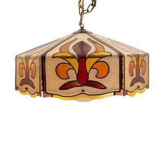 Lámpara de techo. Siglo XX. Estilo Tiffany. Elaborada en acrílico. Para una luz. Decorada con elementos florales. 32 x 56 x 56 cm