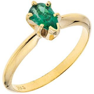 EMERALD RING. 14K YELLOW GOLD