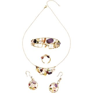CHOKER, BRACELET, RING AND EARRINGS SET WITH CULTURED PERALS, AMETHYST, CITRINE, ROCK CRYSTALS, AQUAMARINES, RUBY AND PERIDOT. 18K YELLOW GOLD. TOUS.