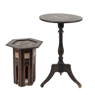 Lote de 2 mesas auxiliares. SXX. Diferentes diseños. En talla de madera. Una con cubierta hexagonal, fustes y soportes rectangulares.