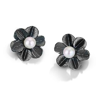 Round small Urban Blossom Pearl Earrings