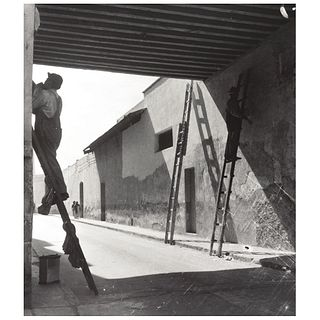 "LOLA ÁLVAREZ BRAVO, Renovadores, Unsigned Gelatin silver print, 10 x 8.1"" USD $1,270-$1,540"