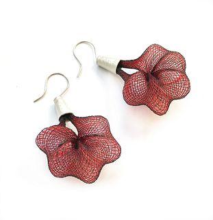 Penta Earrings in Black/Red