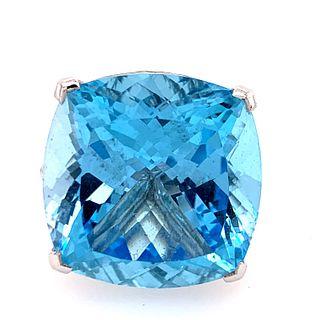 18K Blue Topaz Ring