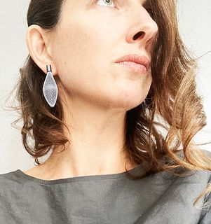 Ovulo Post Earrings White/Black Oxidized Silver