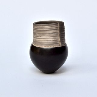 Tiny Pinch Pot with Thin Lines