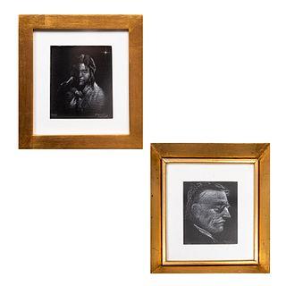Lote de 2 obras. Raymundo Martínez. Retratos. Firmados. Dibujos a lápiz blanco. Enmarcados. 11 x 10 cm.