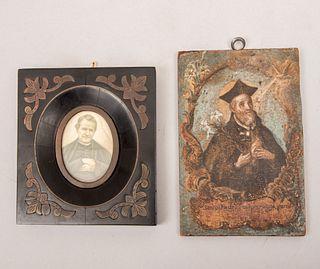 Lote de 2 imágenes religiosas. Consta de: a) San Felipe Neri. Impresión retocada a mano. 14 x 19 cm. Otro.