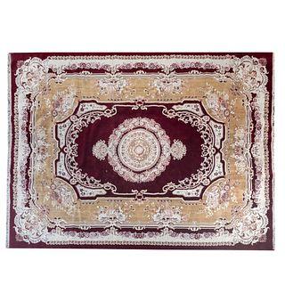 Tapete. Medio Oriente. SXX. Estilo Tabriz Imperial. Elaborado en fibras de algodón y sintéticas. 394 x 297 cm