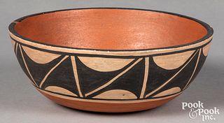 Contemporary Santo Domingo Native American Indian pottery chile bowl