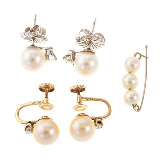 A Collection of Pearl Earrings & Pin
