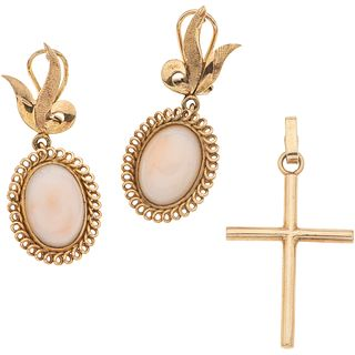 CROSS AND EARRINGS WITH CORALS. 14K YELLOW GOLD