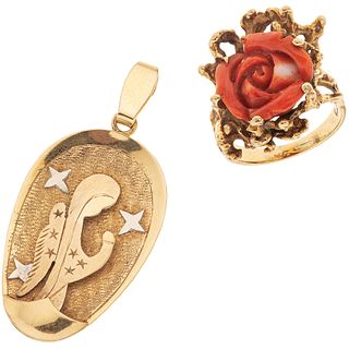 PENDANT AND RING WITH CORAL. 18K YELLOW GOLD