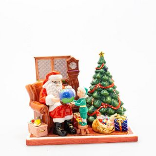 Santa 2012 Hn5598 - Royal Doulton Figurine