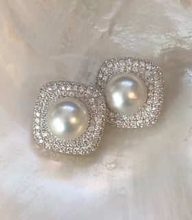 Ladies 18k White Gold, Diamond and Pearl Earclips