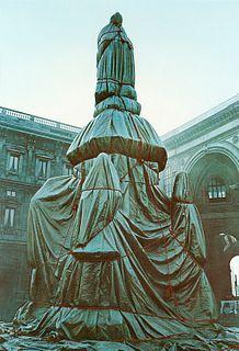 Christo e Jeanne Claude (Gabrovo, 1935 – New York 2020-Casablanca, 1935 – New York, 2009)  - Wrapped monument to Leonardo