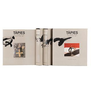 Agustí, Anna. Tàpies: The Complete Works. Barcelona: Fundació Antoni Tàpies - Edicions Polígrafa, 1988 - 1996. Tomos I-IV. Piezas: 4.